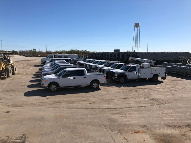 (20) FORD F550, F450 & F150 Service & Pickup Trucks