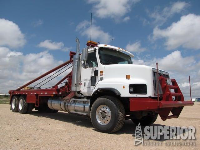 """2000 INTERNATIONAL 5600 T/A Gin Truck w/ 300""""WB – YD1"""