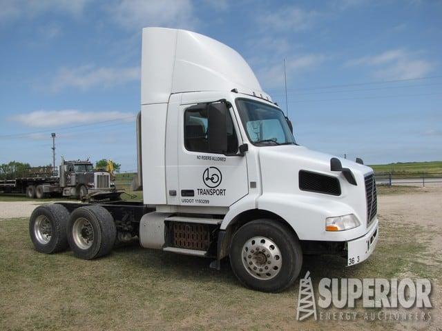(1 of 3) 2012 VOLVO Truck Tractors – YD2
