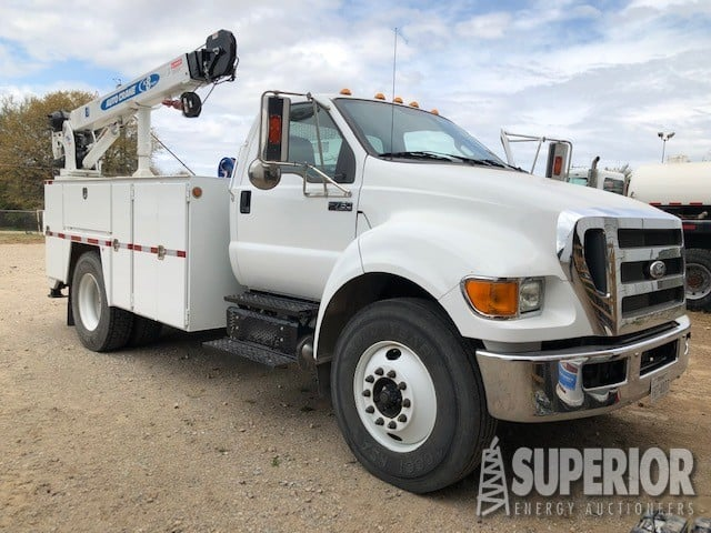 2015 FORD F750 Service Truck w/ 16,600 Miles – YD1