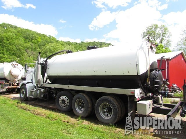 2007 PETE 110-Bbl Vacuum Truck – DY1 YD5