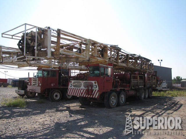 (2) SKYTOP 5-Axle Well Service Rigs – DY1 YD7