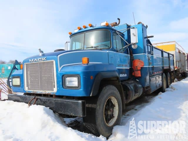 '98 MACK Water/Pipe Truck