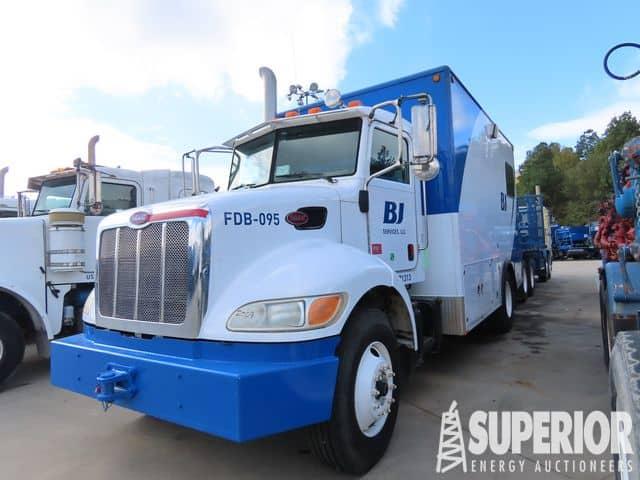 Spread 1 – PETERBILT 335 Data Van Truck – YD1