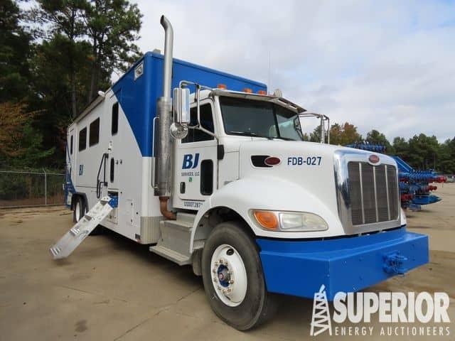 Spread 2 – PETERBILT 348 Data Van Truck – YD1