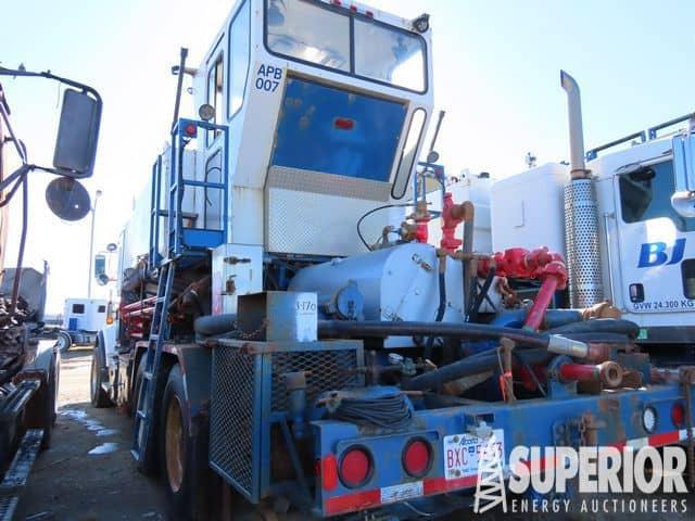 (1 of 2) KENWORTH Body Load Acid Trucks – YD6